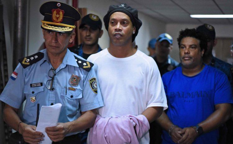 Detentos conduziram Ronaldinho calorosamente da prisão em prisão domiciliar
